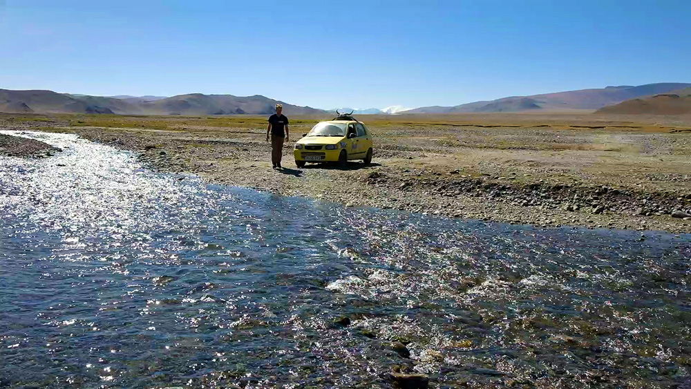 Mongol_Rally_River_Crossing_2